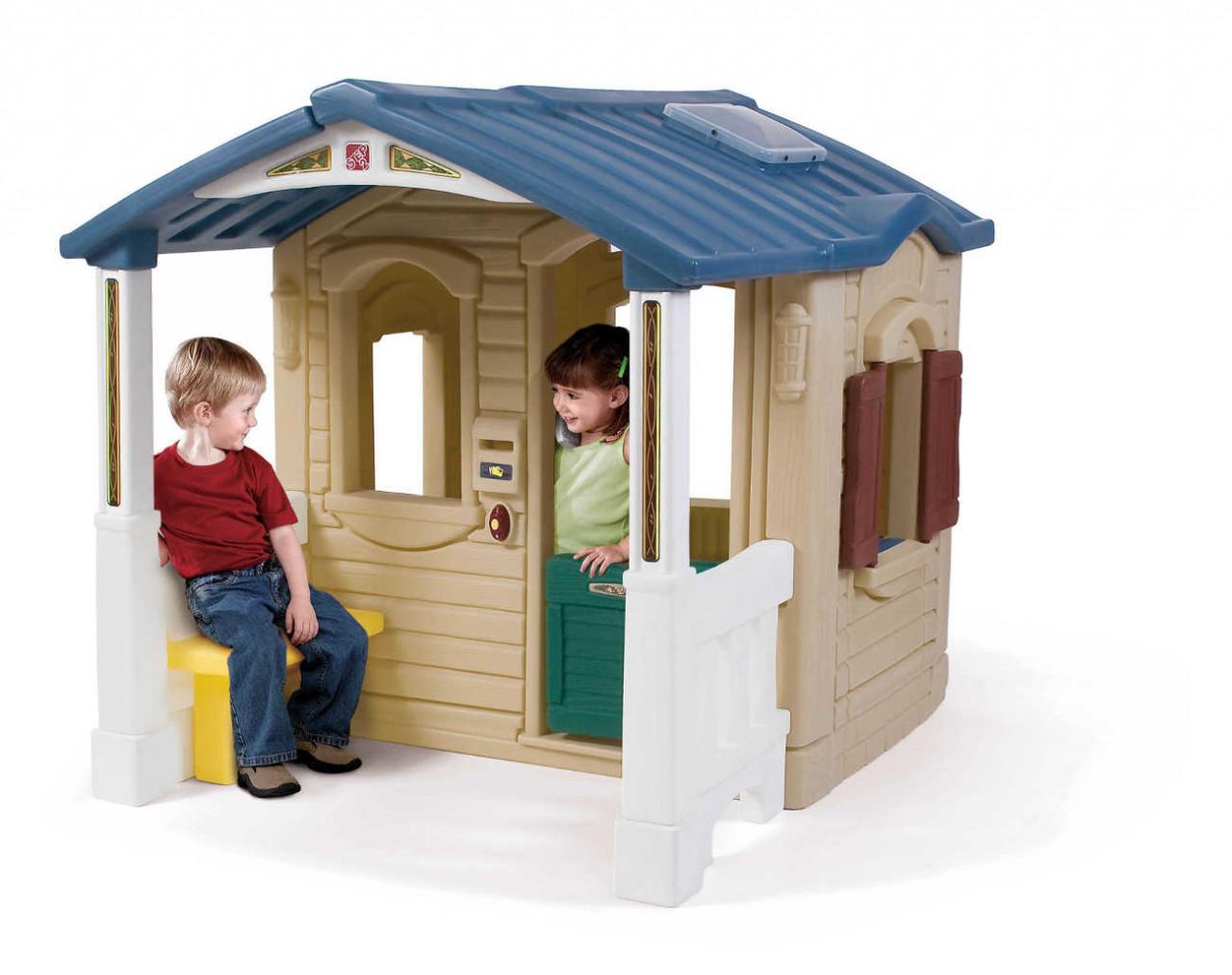 Spielhaus Front Porch