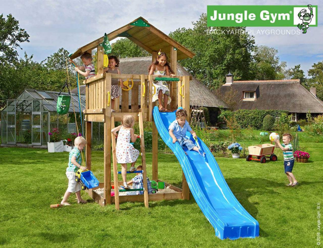 Spielturm Chalet von Jungle Gym in Douglasie Naturholz